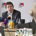 Florian von Brunn bei Pressekonferenz