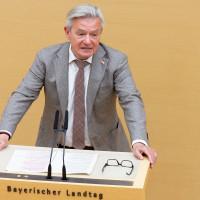 SPD-Fraktionschef Arnold solidarisch mit Beschäftigten, die um Arbeitsplätze bangen