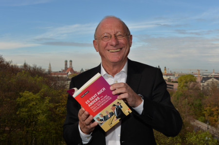 Franz Maget mit Buch