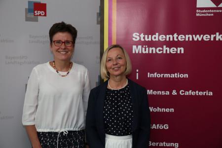 Die hochschulpolitische Sprecherin Isabell Zacharias (links) und die Geschäftsführerin des Studentenwerks München, Ursula Wurzer-Faßnacht
