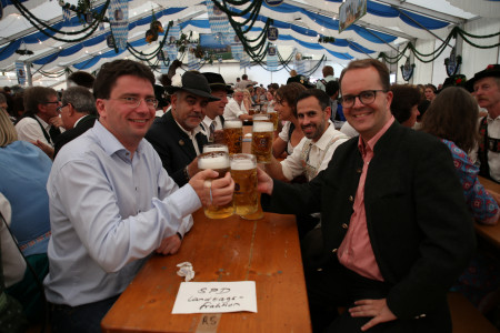 Im Garmischer Festzelt