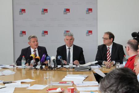 v.l. SPD-Rechtsexperte Horst Arnold, Steuerfachanwalt und Gutachter Dr. Alfred Meyerhuber
