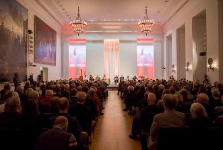 Rotes Bayern - volles Haus bei der musikalischen Lesung im Senatssaal des Bayerischen Landtags