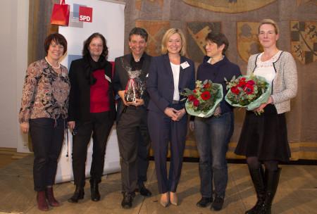 v.l.: Diana Stachowitz (MdL), Angelika Weikert (MdL), Caston Florin (Zauberer), Doris Rauscher (MdL), Dr. Brigitte Zach (ver.di), Dr. Nina Weimann-Sandig (Deutsches Jugendinstitut)