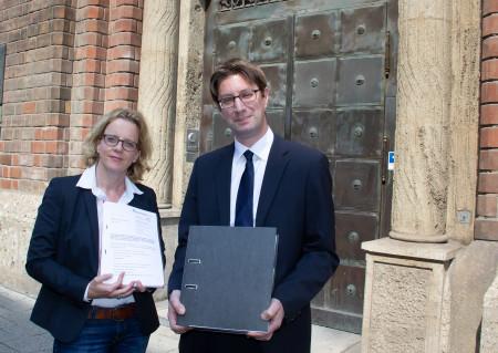 Einreichung der bayerischen Klage gegen das PAG: Natascha Kohnen und Prof. Dr. Mark A. Zöller.