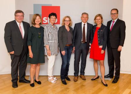 Der neue Vorstand: V.l.: Volkmar Halbleib, Margit Wild, Inge Aures, Natascha Kohnen, Horst Arnold, Dr. Simone Strohmayr, Markus Rinderspacher