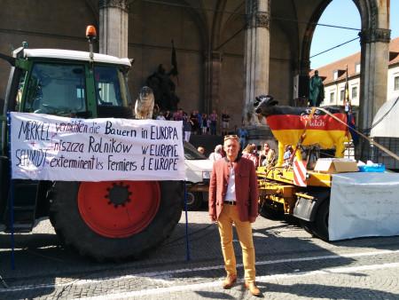 Horst Arnold bei der Demonstration der Milchbauern in München