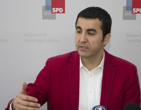 Arif Tasdelen bei Pressekonferenz zum Integrationsgesetz