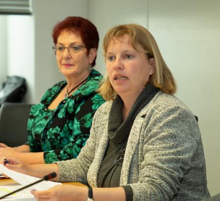 Gesundheitspolitische Sprecherin Ruth Waldmann auf der Pressekonferenz am 29.04.2019 (im Hintergrund: Heike Giering)