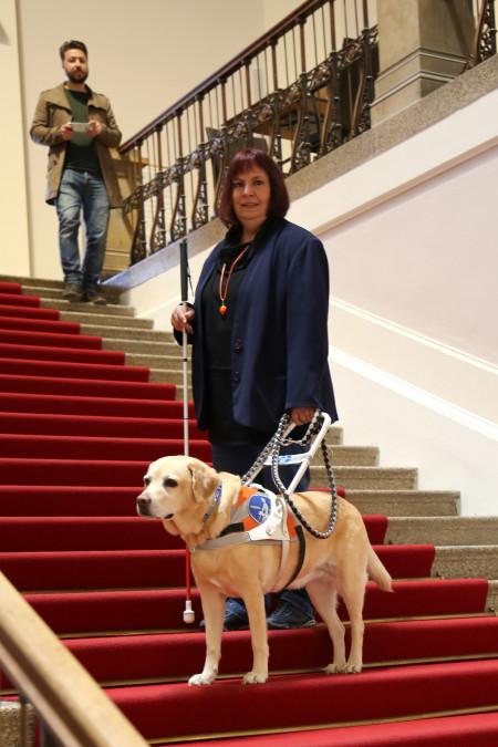 Bewährtes Team: Sibylle Brandt und ihr Blindenhund