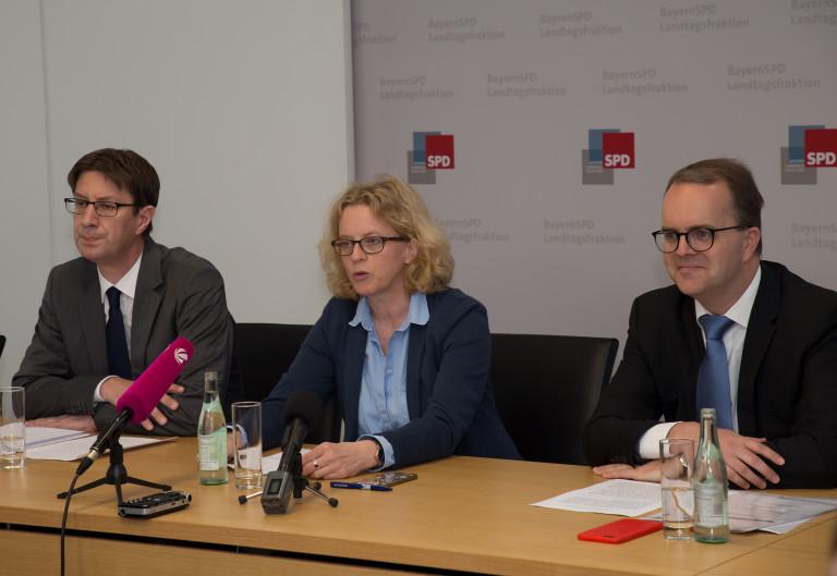 PK zu Klagen gegen das PAG (v.l. Prof. Dr. Mark A. Zöller, Natascha Kohnen, Markus Rinderspacher)