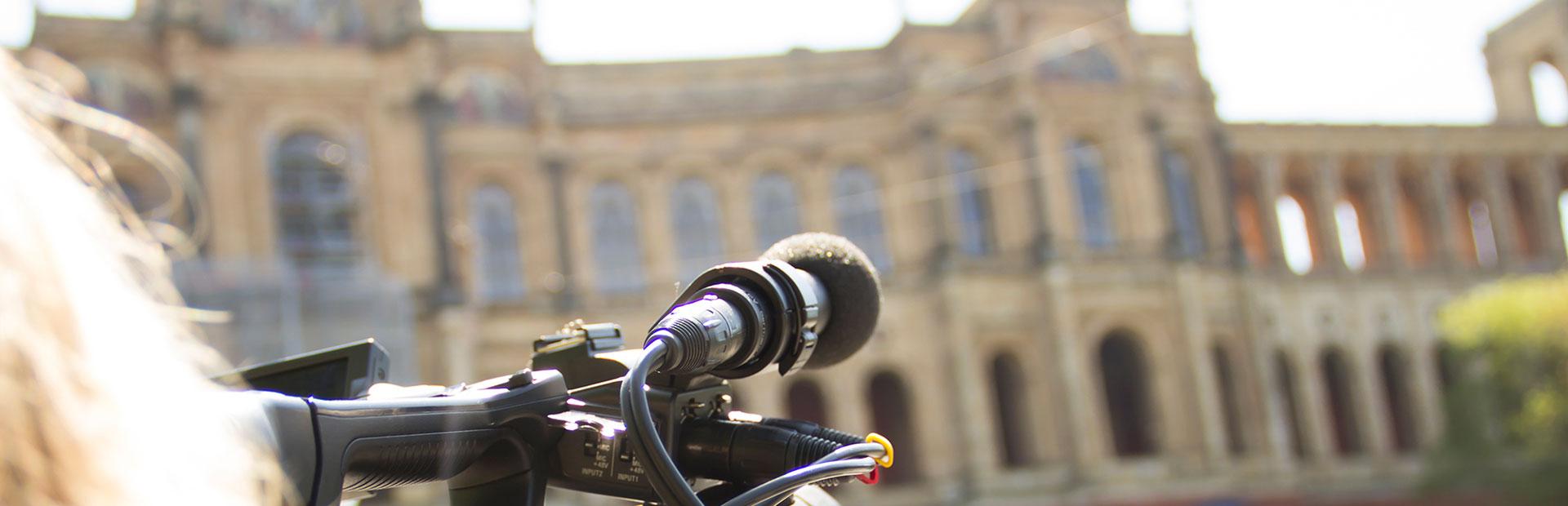 Fernsehkamera vor dem Bayerischen Landtag